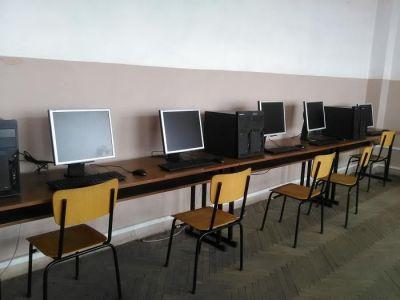 """На нова компютърна зала се радват учениците от СУ """"Св.Климент Охридски"""" в Дупница - Изображение 1"""