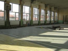 Ремонт на физкултурния салон на училището 1