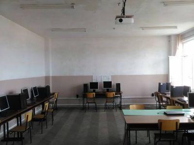 """На нова компютърна зала се радват учениците от СУ Св.Климент Охридски"""" в Дупница 2"""